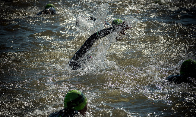 Kettős tragédia a sportversenyen: úszás közben vesztették életüket az indulók