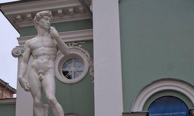 Felöltözhet a Dávid-szobor