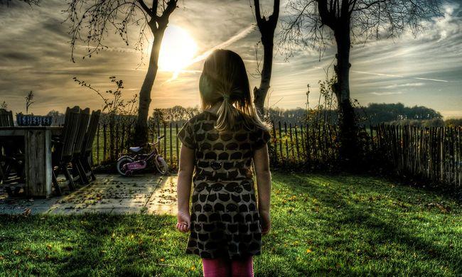 Hatéves kislányt vett el az aberrált pap