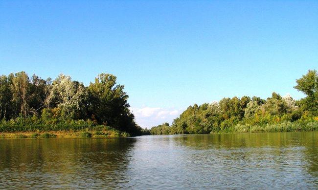 A Tiszában elmerült testvérpár idősebbik tagját találhatták meg a folyó ukrán oldalán