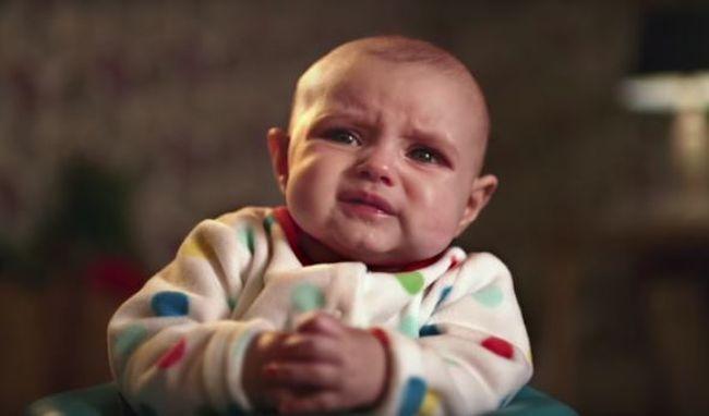Ilyen arcot vágnak kakilás közben a babák - videó!