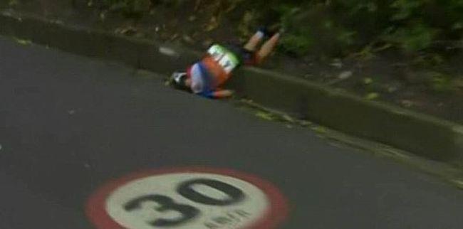 Brutális baleset: videóra vették, ahogy összetöri magát a biciklis