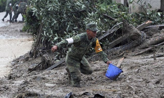 Előbb a hurrikán pusztított, majd a sárlavina gyilkolt