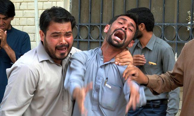 Bomba robbant a kórháznál, legalább 42-en meghaltak
