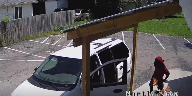 Véletlenül saját magát gyújtotta fel az épület helyett - videó