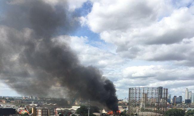 Hatalmas tűz volt egy night clubban, egy férfi meghalt - videó
