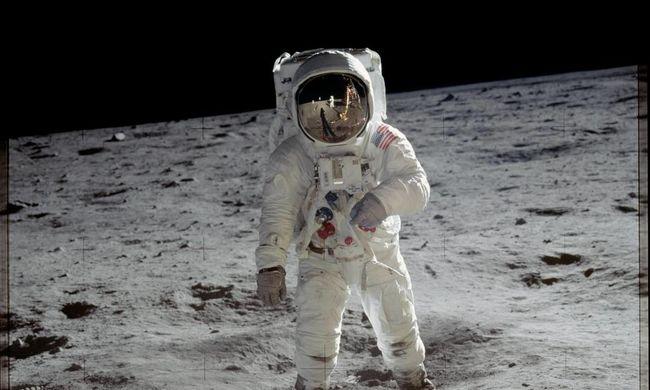 Véletlenül eladta a NASA a Holdra szálláskor használt táskát