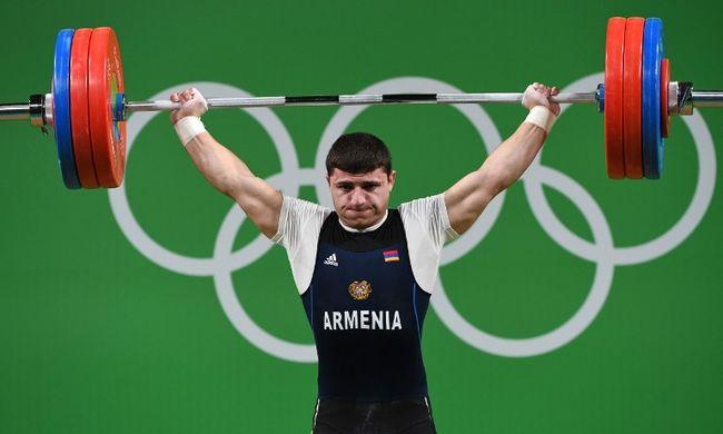 Horrorsérülés az olimpián: lehetetlen szögben tört el a súlyemelő karja