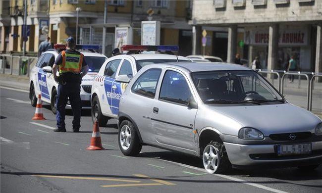 Rendőrkocsit törve menekült: autós üldözés a III. kerületben