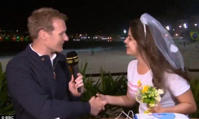 Lánybúcsú zavarta meg az olimpiai közvetítést - videó