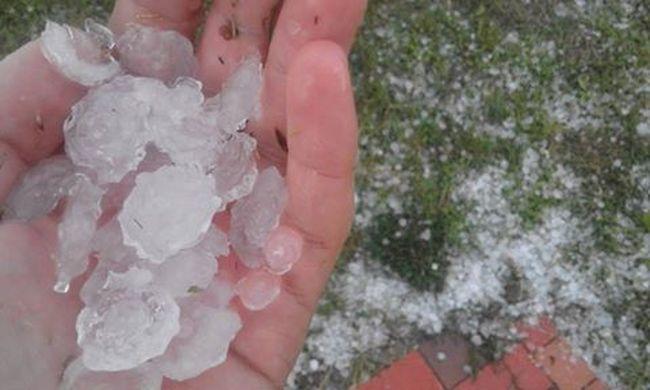 Emelték a riasztást: jéggel és erős széllel jön a vihar