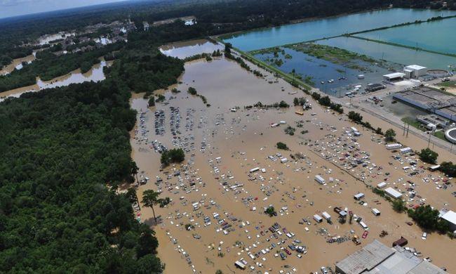 Vízben áll egy egész állam, gyilkol az árvíz - képgaléria
