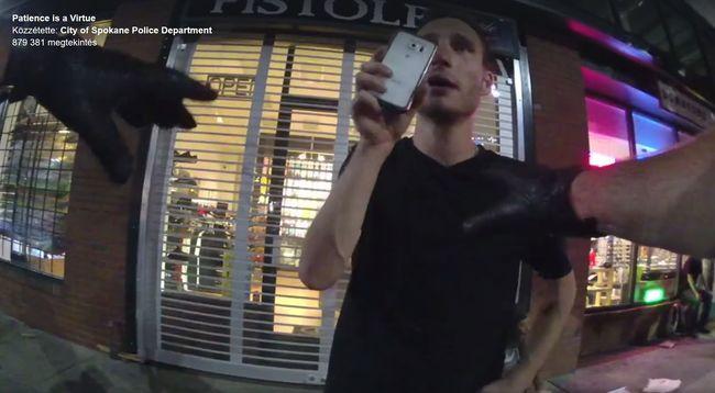 Rendőri erőszakot próbált videóra venni, percekig kötekedett a rendőrrel - videó