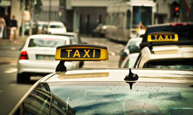 Önjáró taxik lepték el az utakat
