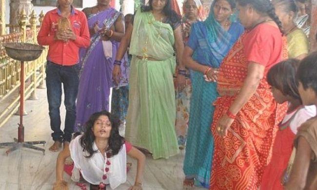 Templomban vágta ki saját nyelvét egy 19 éves lány