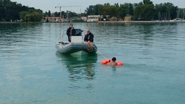 Bepánikolt a Balatonban a részeg férfi, nehezen mentették ki