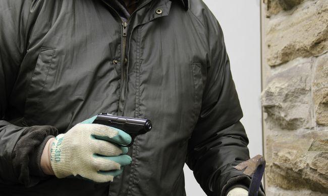 Idős férfi rabolta ki a bankot Tolna megyében - videó