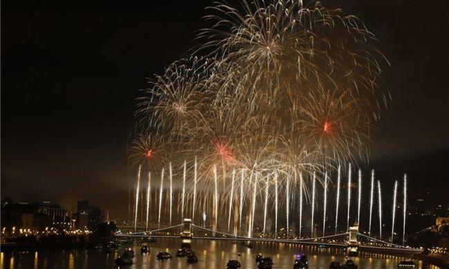 Ilyen volt a tűzijáték a fővárosban - Képgaléria