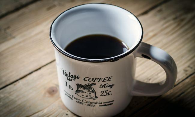 Kávét akart a szegedi iskolás, betörte társa orrát