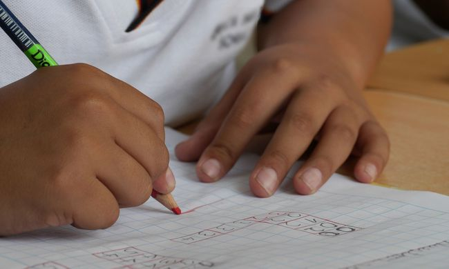 Ököllel ütötte diákjait a tiszabői tanárnő