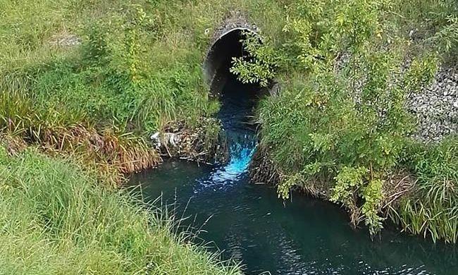 Furcsa anyag folyt a patakba Tatabányán, nem tudni, mi ez