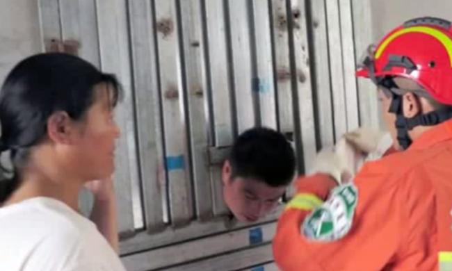 Ajtóba szorult a részeg férfi feje, miután felesége megbüntette