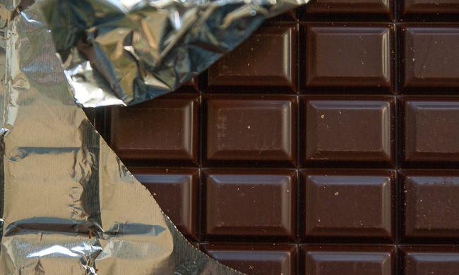 Ellopta a kislányok bugyiját, csokival csábította őket magához