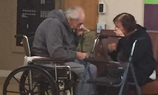 A legmeghatóbb búcsú: 62 év házasság után elszakították egymástól a házaspárt