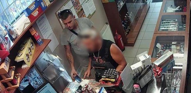 Így lopta el a mobiltelefont a férfi, mindent felvett a kamera