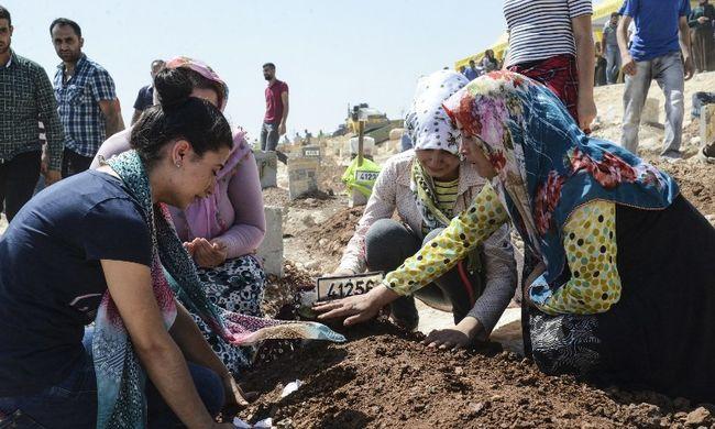 Több tucat tömegsírt hagyott maga után az Iszlám Állam