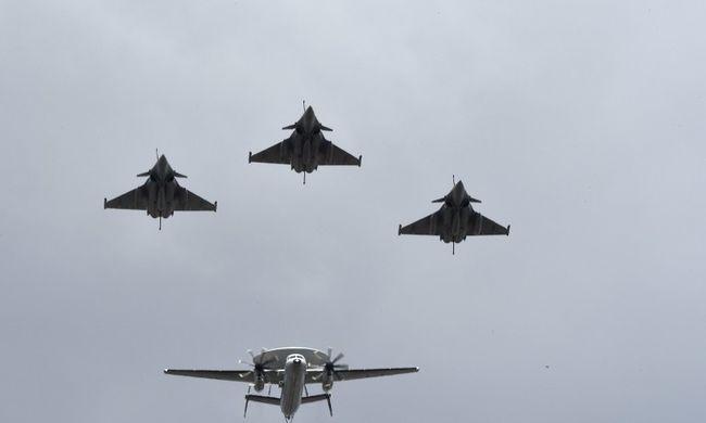 Rejtélyes bombázót vet be a légierő