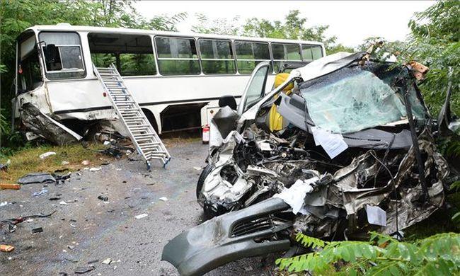 Halálos buszbaleset Nagykálló közelében