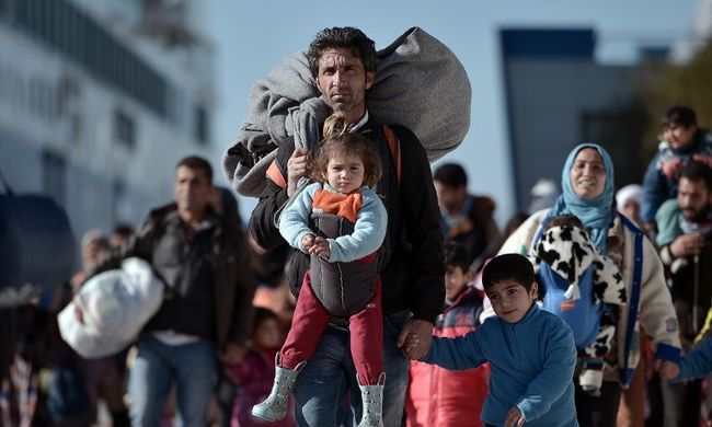 Migránsok verekedtek össze a táborban, sokan elmenekültek