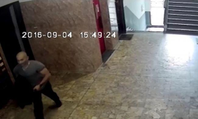 Fél órát nyújtott a betörő, mielőtt berúgta az ajtót - videó