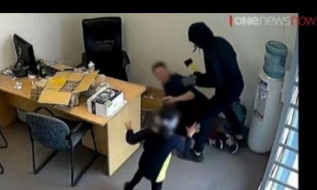 Hat éves kislány próbálta elzavarni a baltás betörőket - videó