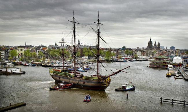 Lenyűgöző videó: látott már egyszerre ennyi hajót ilyen kis helyen?