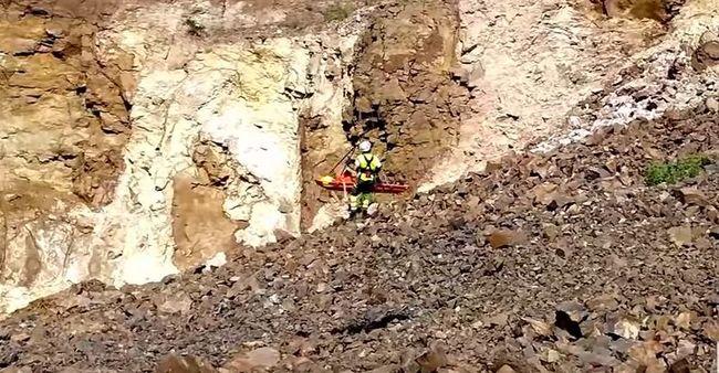 Kőomlás a bányában: egy embert kimentettek - videó