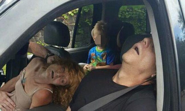 Csukott szemmel, bedrogozva vezetett, kisfia ott ült a kocsiban