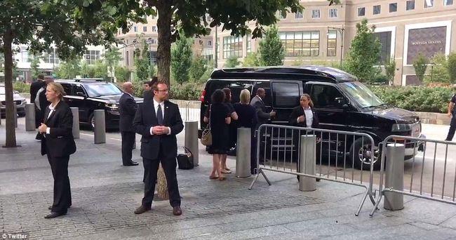 Nyilvánosan rogyott meg Hillary Clinton, orvosa szerint ez a baja