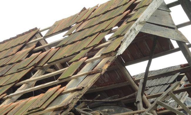 Hatalmas károk: nincs tető a házak felett, mi lesz így, ha jön a vihar?