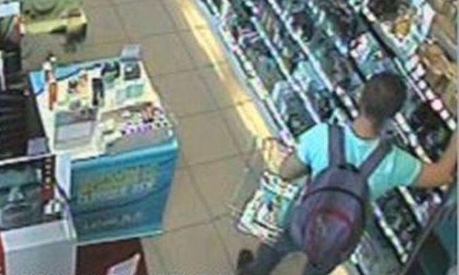 Lopás közben vette fel a férfit a kamera, keresi a rendőrség