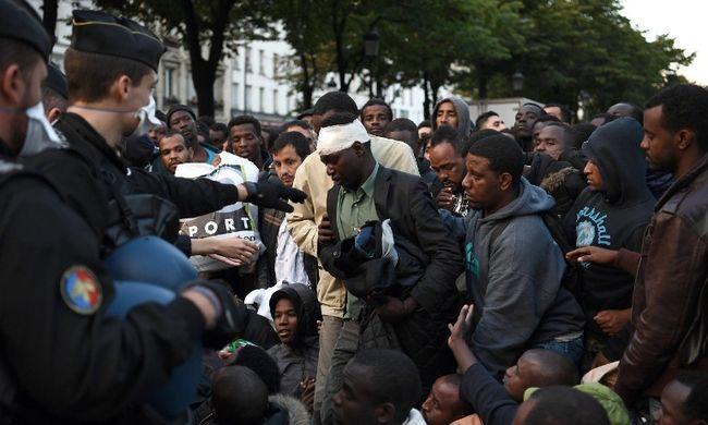 Kiürítenek egy migránstábort