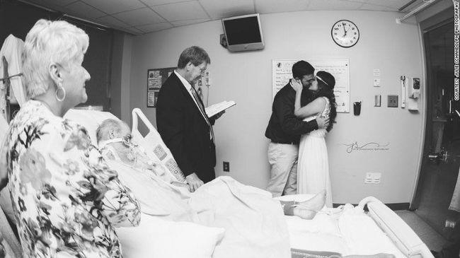 Apja halálos ágya mellett ment férjhez a fiatal nő