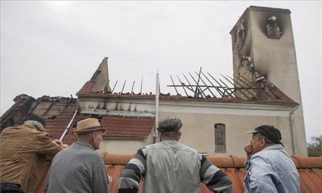 Villámcsapás miatt égett le egy katolikus templom