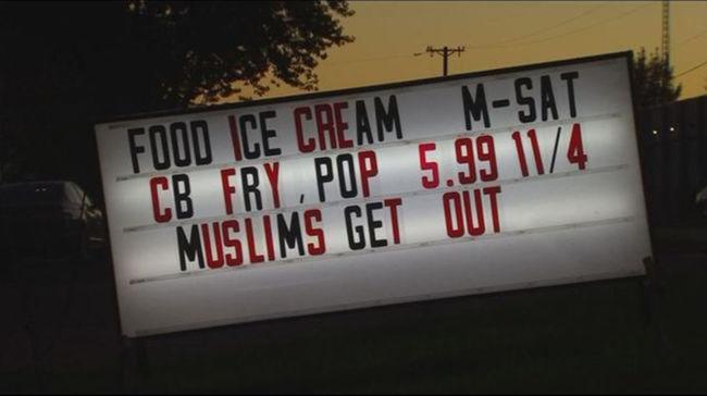 """""""Muszlimok kifelé!"""" - állt az étterem tábláján"""