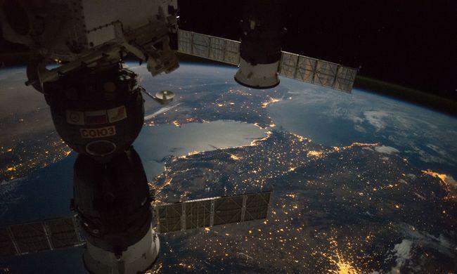 Lenyűgöző fotók: így néz ki a Föld éjszaka az űrből