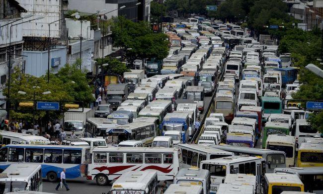 Több száz busz bénította meg a fővárost