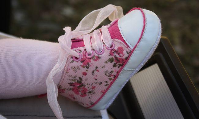 Vérzett az egyéves nemi szerve, szülei vagdosták össze