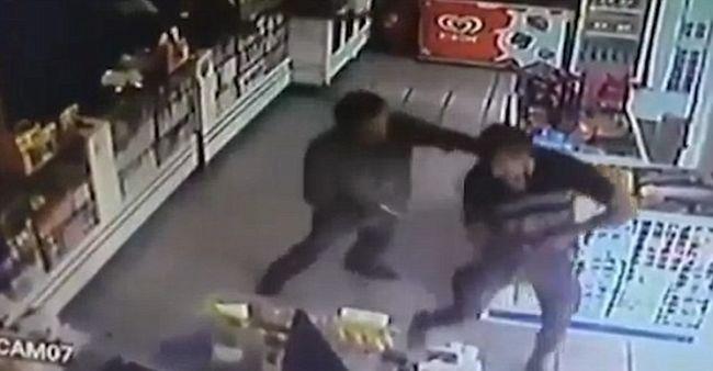 Két civil ruhás rendőr lelőtte egymást, mert azt hitték, a másik rabló