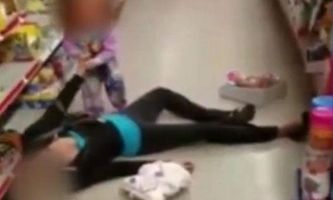 Bolt közepén terült ki a bedrogozott anya, 2 éves lánya mellette sírt